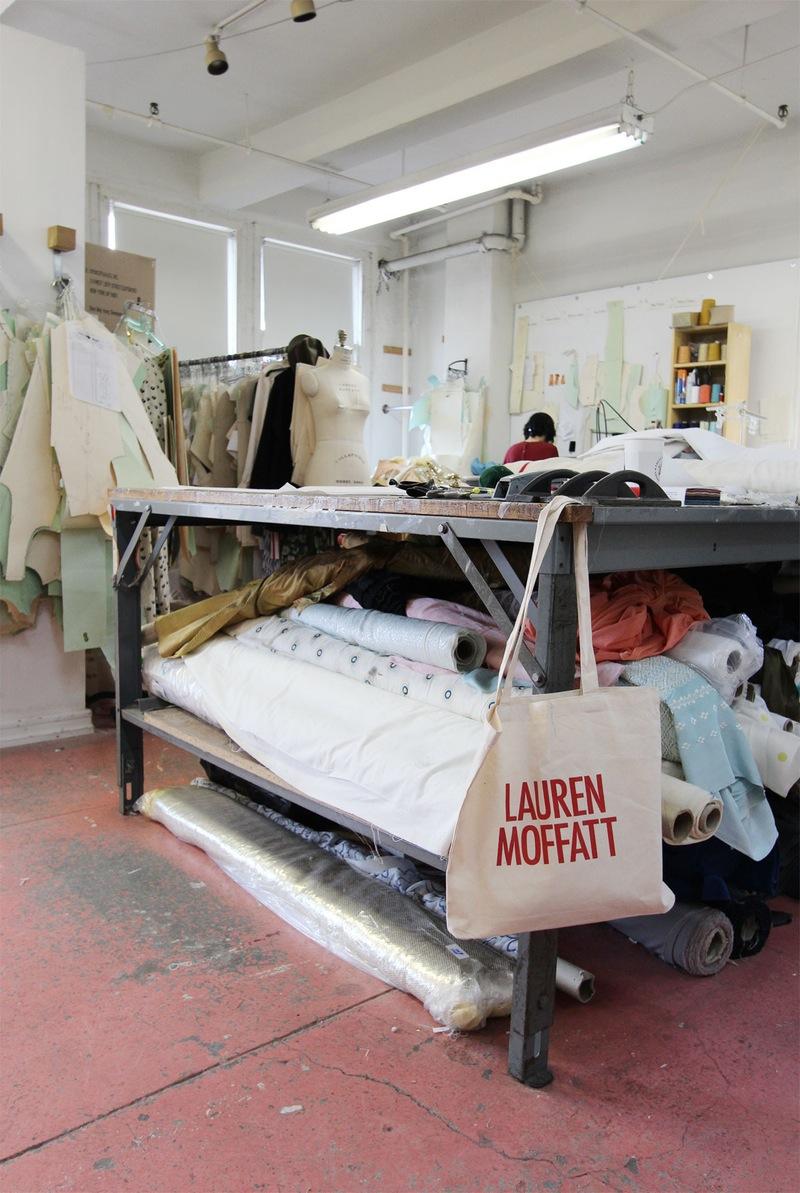 Студия дизайна одежды: фирменная сумка