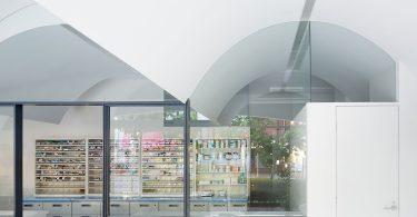Необычный дизайн аптеки в Токио – новый способ борьбы с конкурентами.