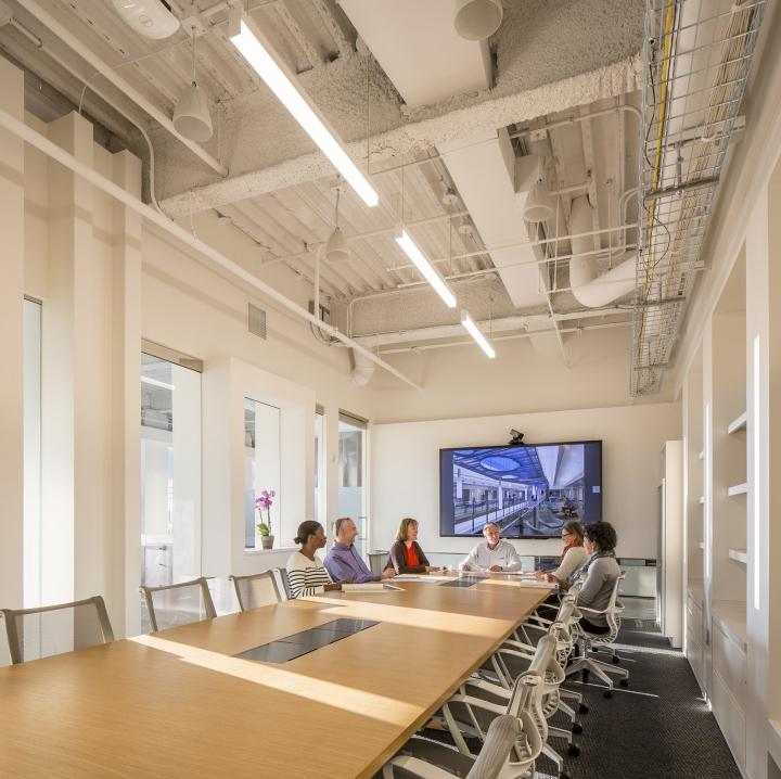 Современный светлый офис в Атланте, Джорджия, США: один из конференц-залов