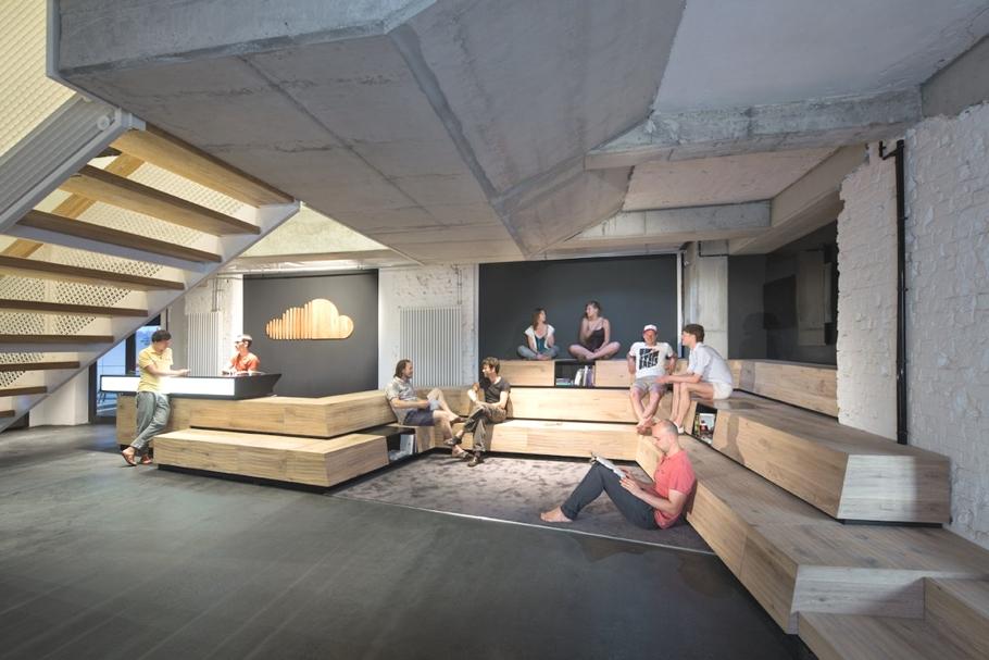 Трехэтажный офис компании SoundCloud в Берлине