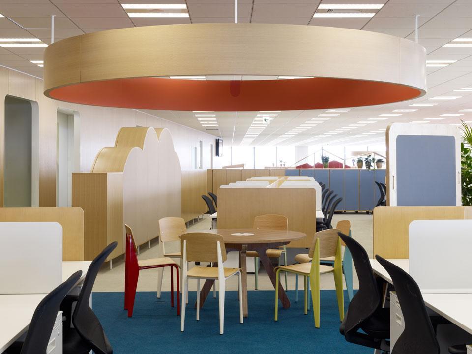 Яркие цвета в интерьере офиса