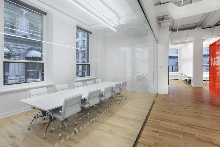 Система иллюминации офиса компании Tuango