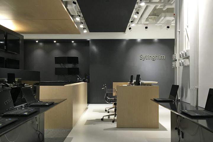 Тёмные цвета в офисе компании Sylinghim