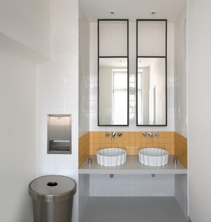 Санузел и туалет для персонала в штаб-квартире u2i
