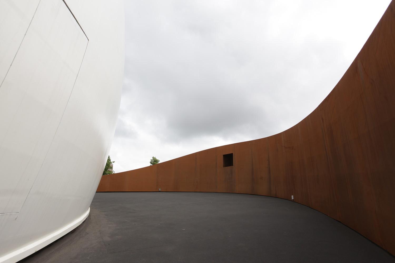 Оригинальный экстерьер здания планетария - Фото 1