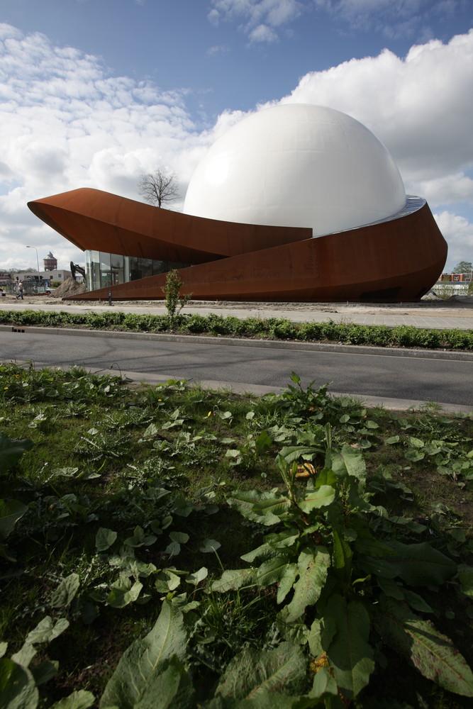 Необычный фасад планетария - Фото 1