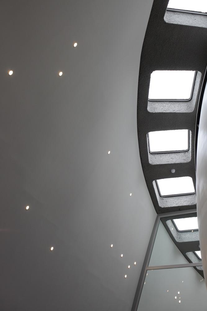 Светлый интерьер планетария - Фото 1