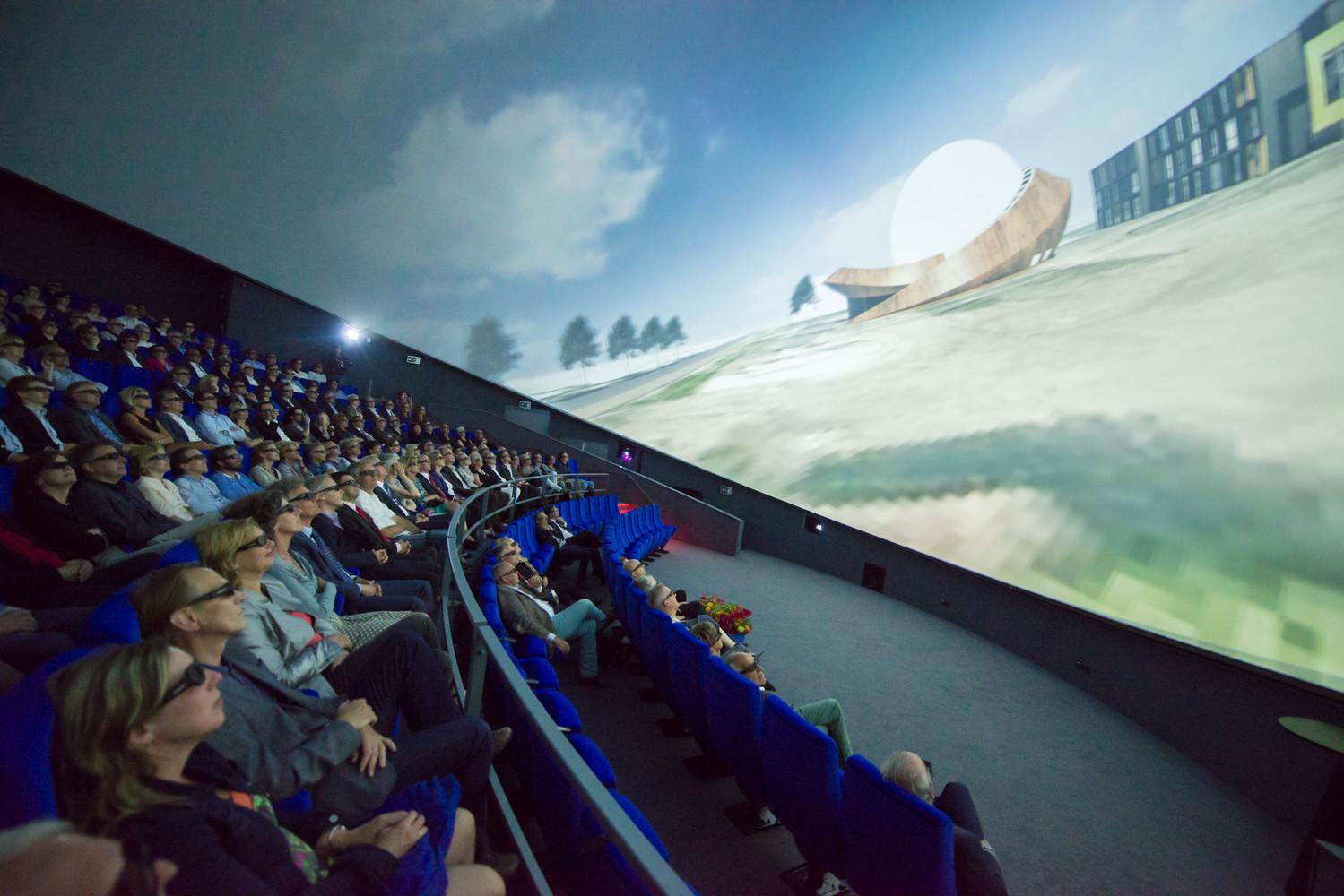 3D-экран интерьере планетария - Фото 1