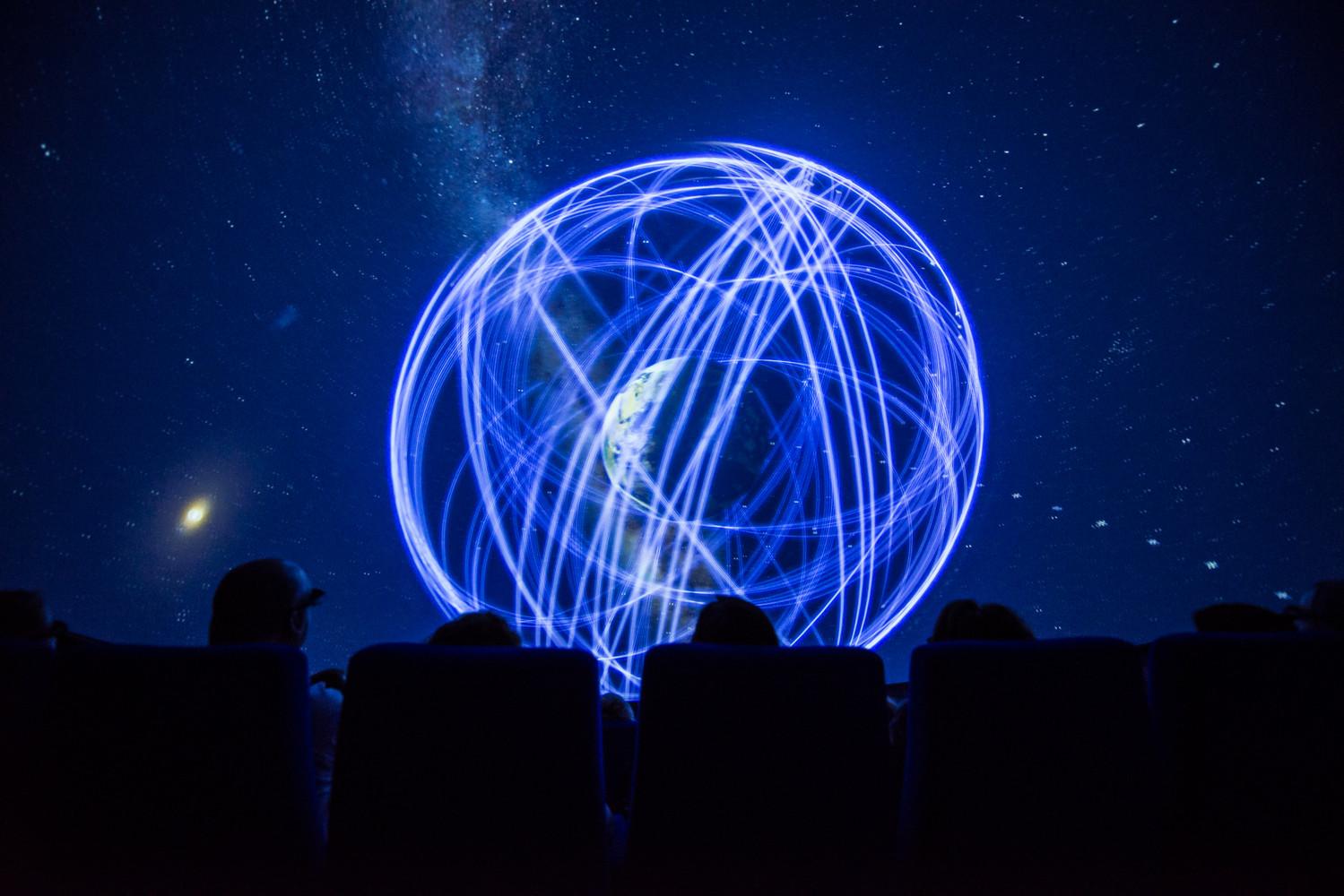 3D-экран интерьере планетария - Фото 2