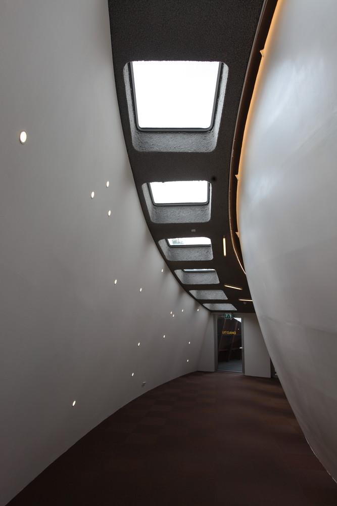Оригинальная подсветка потолка в интерьере планетария - Фото 1
