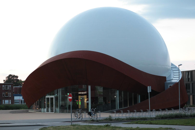 Оригинальный экстерьер здания планетария - Фото 5