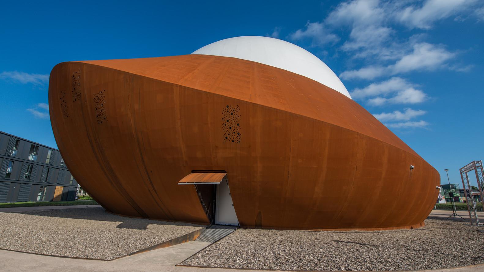 Оригинальный экстерьер здания планетария - Фото 7