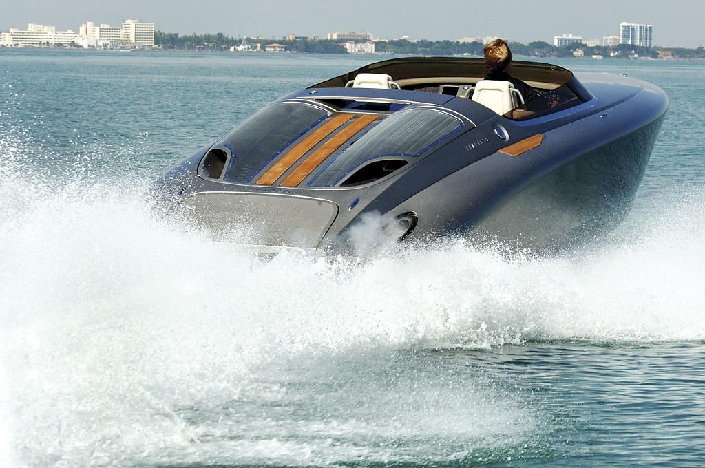 Видео  круизера Fearless 28 студии Porsche и Fearless Yachts