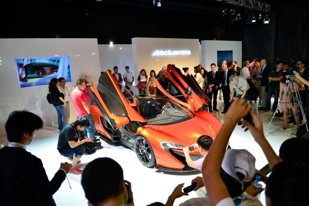 Роскошный суперкар McLaren P1 на выставке суперяхт