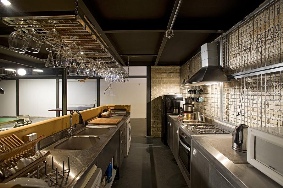 Кухня современного офиса продакшн студии