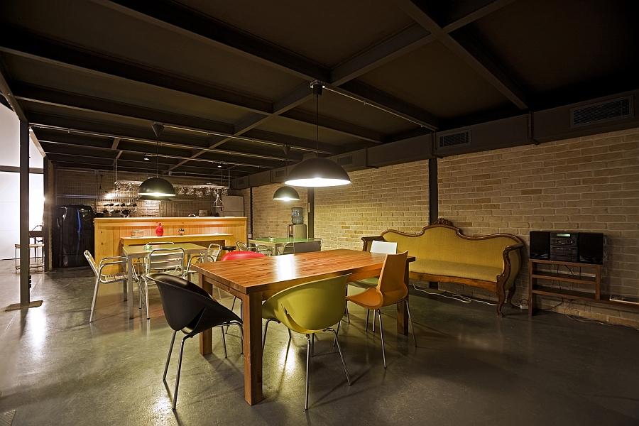 Столовая современного офиса продакшн студии
