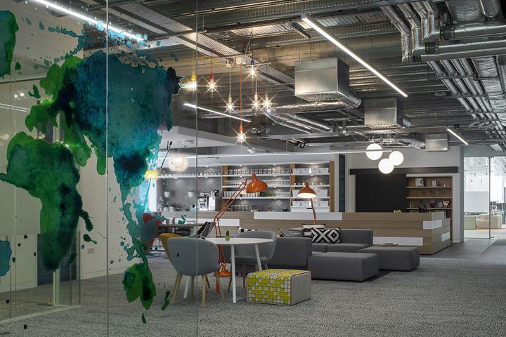 Яркий интерьер офиса Hostelworld
