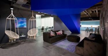 Ребята из LEESER Architecture постарались на славу создав неповторимый сетинг и интерьер современного и стильного офиса
