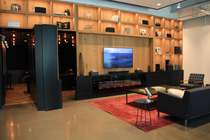 Яркий интерьер в офисе: комфортная мебель