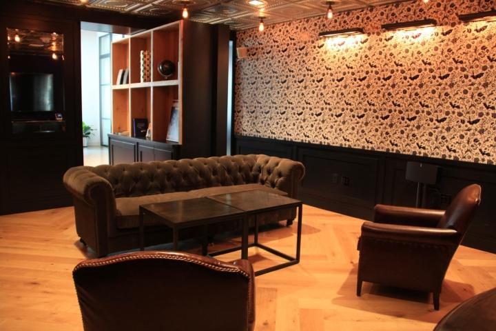 Яркий интерьер в офисе: уют и тепло