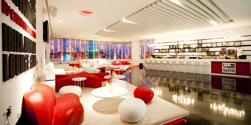 Клуб зала ожидания DJ David Guetta's в аэропорту Ибицы - фото 1