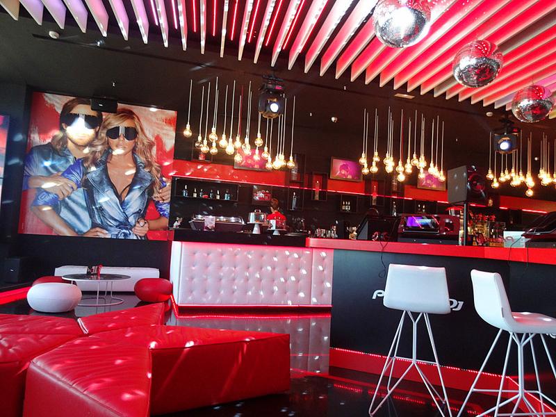 Клуб зала ожидания DJ David Guetta's в аэропорту Ибицы - фото 5