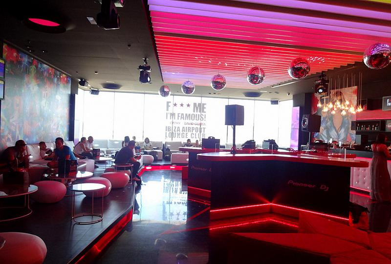 Клуб зала ожидания DJ David Guetta's в аэропорту Ибицы - фото 6