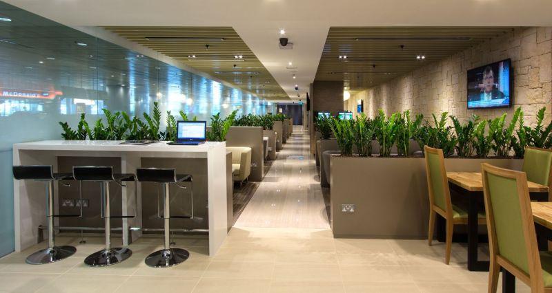 Зал ожидания в сингапурском аэропорту Changi - фото 1