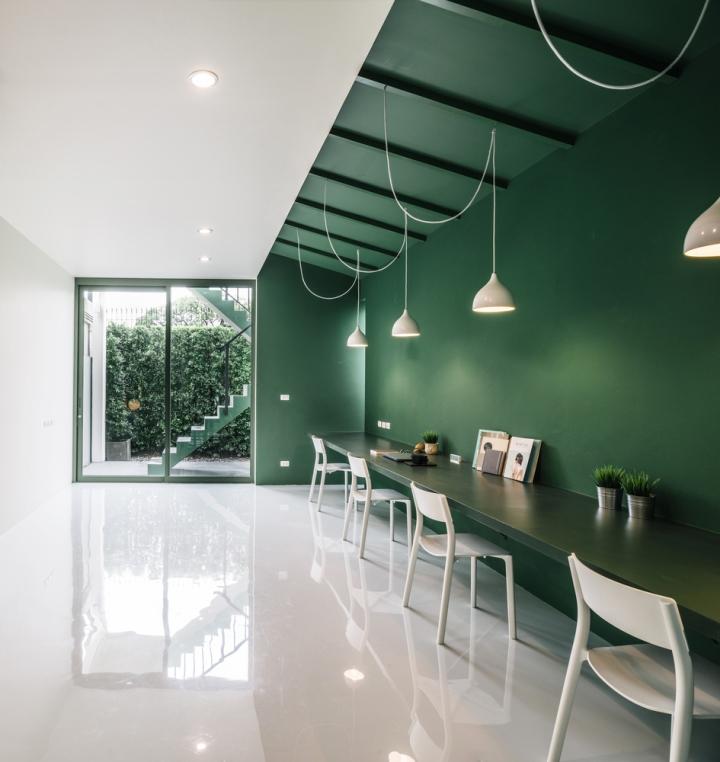 Зелёный цвет в интерьере офиса компании Green 26 - внутренний дворик
