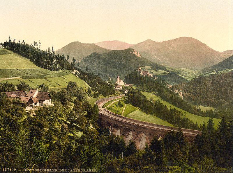 Железная дорога в Альпах: прекрасный вид
